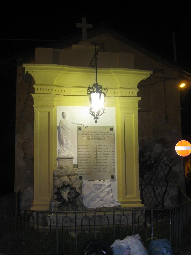 monumento illuminato